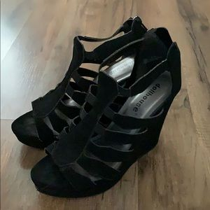 Dollhouse Wedge / Pump
